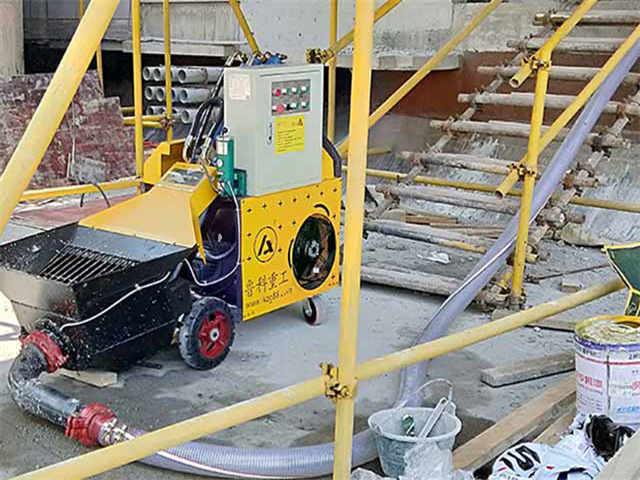 供应二次构造柱上料机泵作业中混凝土凝固要